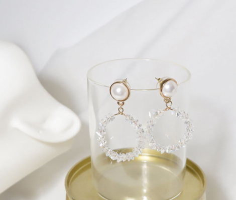 Gold earrings for heart shaped faces